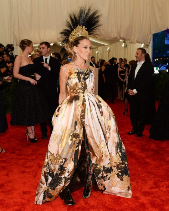 SJP Rocks in Punk Couture Gown!  Giles Deacon gown, Philip Treacy hat, Louboutin Boots