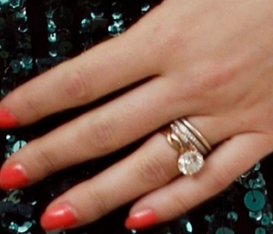 ScarJo's simple classic engagement ring from Ryan Reynolds